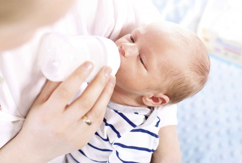 宝宝吃奶前干呕怎么办宝宝干呕应预防的几点事项
